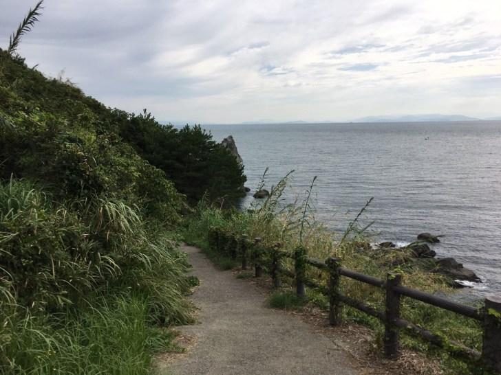 上立神岩への道