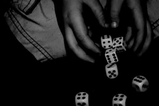 オンラインカジノのリスクとは?