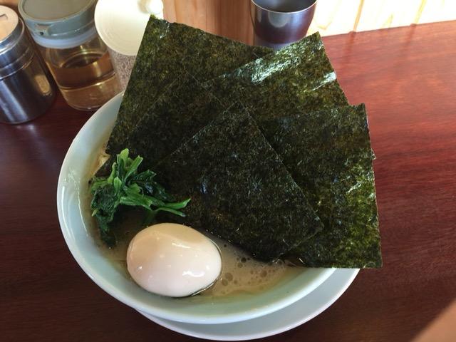 長岡市の濱之家 古正寺店で横浜家系ラーメン食べた