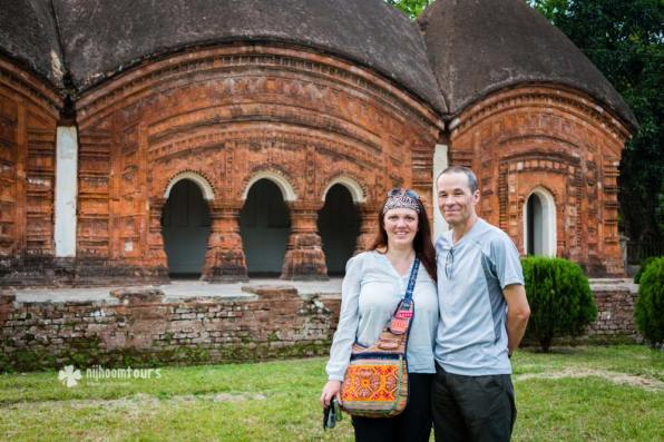 Visiting the beautiful temples of Puthia