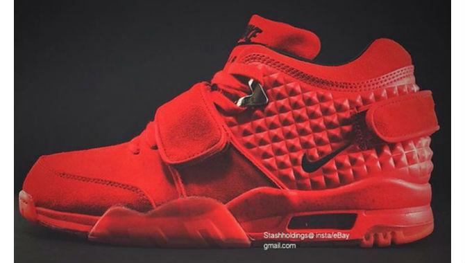 Victor Cruz  - Victor Cruz: Photos Appear to Show Design of New York Giants Receiver's Upcoming Nike Air Cruz Shoes
