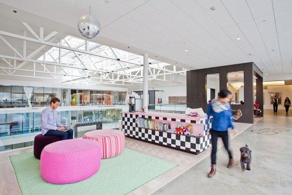Desain Kantor Paling Keren di Dunia - Desain kantor keren - Airbnb 01