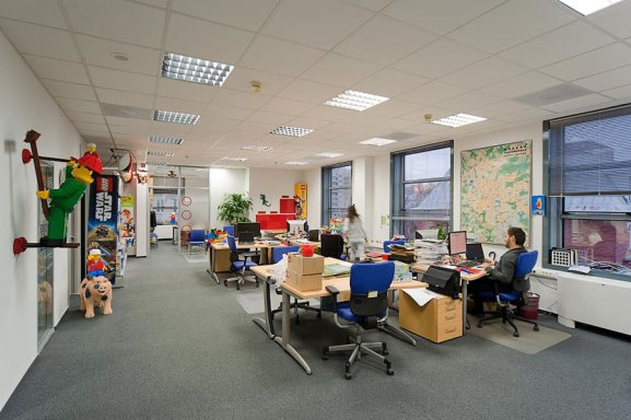 Desain Kantor Paling Keren di Dunia - Desain kantor keren - Lego 04