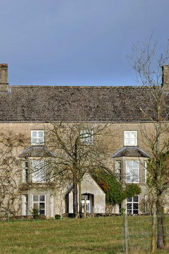 Elizabeth Hurley's charming Cotswold home 2009