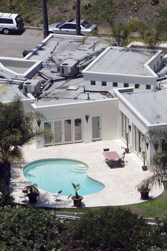 Penelope Cruz's kidney-shaped pool home in west Hollywood 2005
