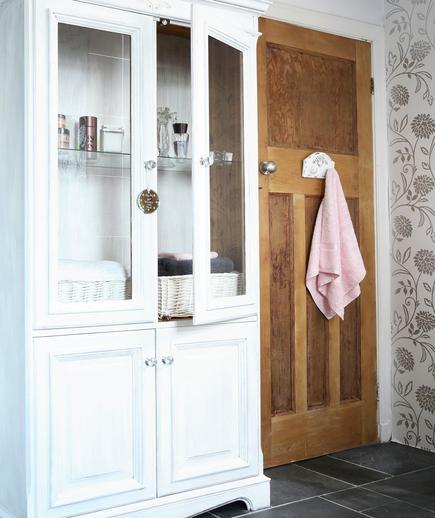 Memilih Material Ubin Kamar Mandi - contoh desain kamar mandi - Statement Piece