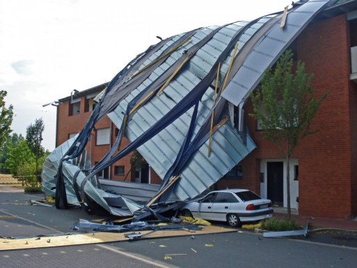 Atap Rumah Aman Angin
