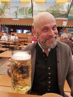 Die erste Maß ist die Beste (Fischerfroni innen, Oktoberfest, München)