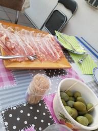 Parmaschinken und Oliven
