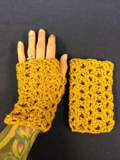 crochet-lace-wristwarmers