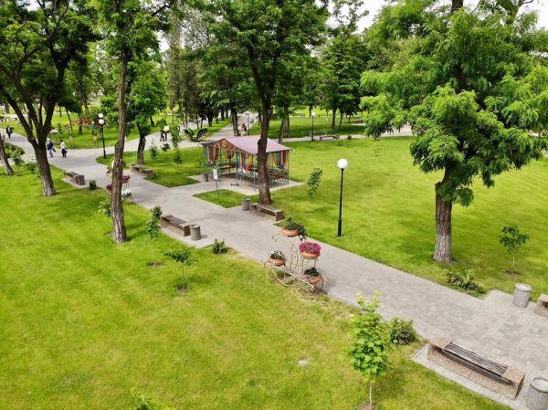 Как выглядит с высоты центральный парк Покрова ...