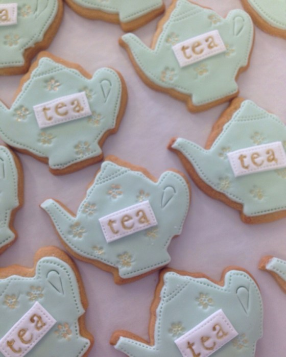 nila holden fortnum & mason alice through the looking glass biscuits6