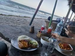 Reis und Hähnchen am Strand :)