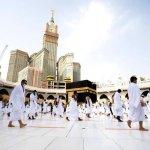 السعودية تعلن السماح بأداء العمرة