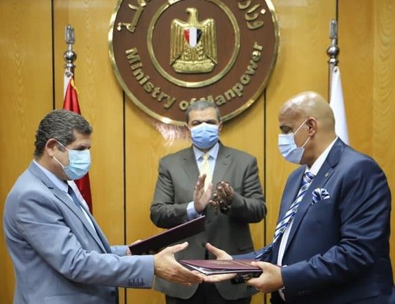 «سعفان» يشهد توقيع مذكرة تفاهم مع «مصر للتأمين»