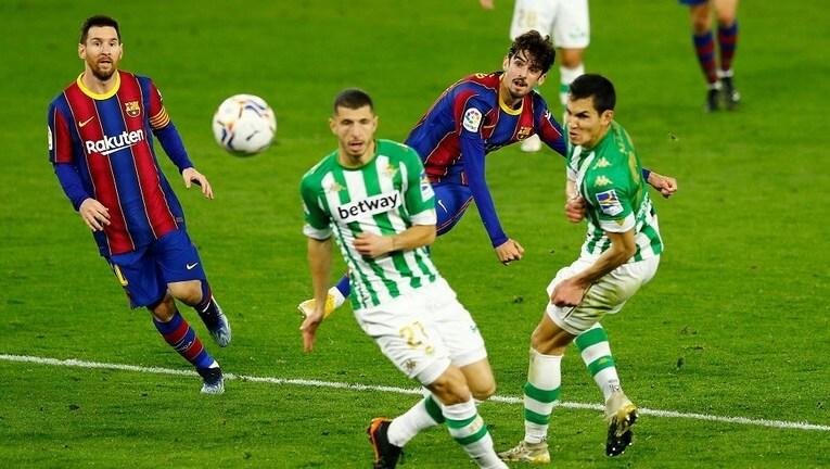 برشلونة يهزم ريال بيتيس في الوقت القاتل .. بهدف صاروخي