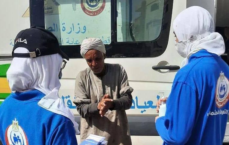 فرق التواصل المجتمعي قدمت التوعية الصحية لـ 1200 من المواطنين والسائحين