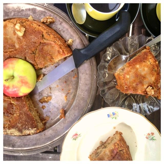 Äppelkaka med valnötter kanel & kaffe (gluten, mjölk & sockerfri)2