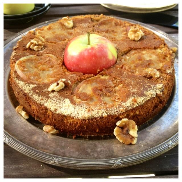 Äppelkaka med valnötter kanel & kaffe (gluten, mjölk & sockerfri)3