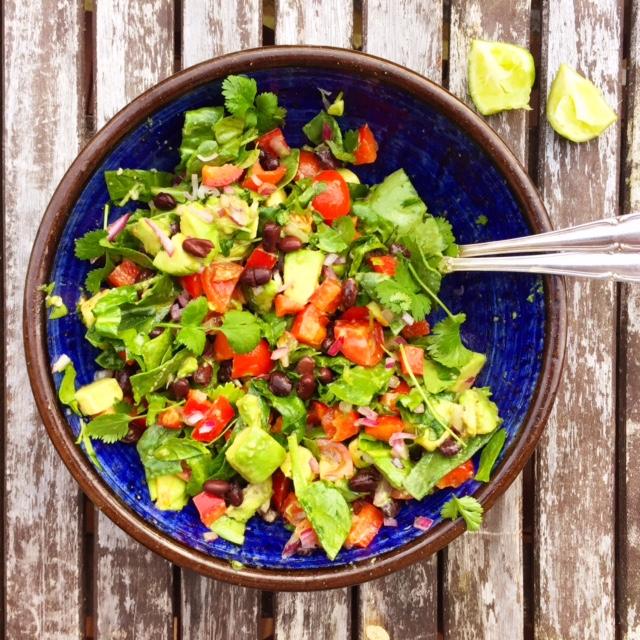 Salsamole-sallad med svarta bönor (vegan)1