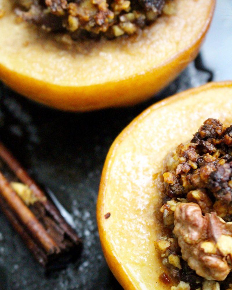 Honungsrostad kvitten med valnötter