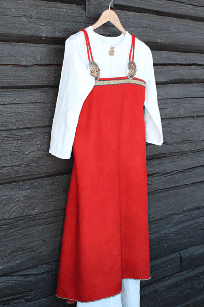 Linen long shift and apron dress/suspended dress/ smokkr. Linserk og selekjole.
