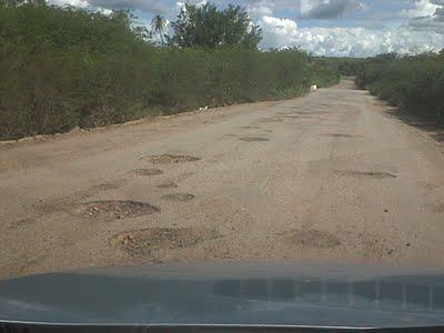 Via, uma das piores do Estado, corta o Pajeú. As PEs 292 e 275 recebiam apenas tapa buracos, que não resolviam mais.