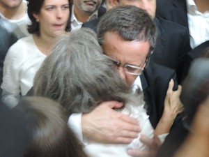 Renata Campos e Beto Albuquerque se encontram em missa de 7º dia do ex-governador Eduardo Campos (Foto: Vitor Tavares / G1)