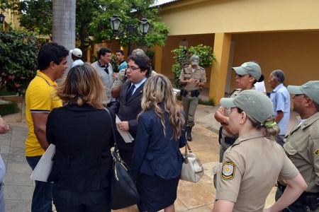 Uma das recomendações foi para o ex-vereador Ronaldo Melo, que atua como chefe de prédio e estava com camisa nas cores de candidatos