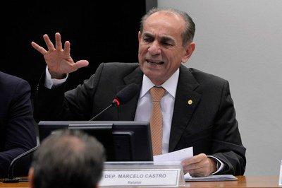 Após pressão do PMDB, o deputado Marcelo Castro (PMDB-PI) anunciou alterações em seu relatório, apresentado na terça 12