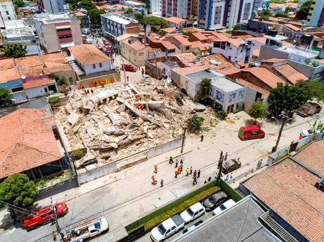 Resultado de imagem para Fortaleza foi construído de maneira irregular.