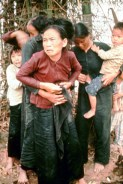 """טבח מי ליי - תושבי הכפר דקות לפני שהוצאו להורג ע""""י חיילים אמריקאים"""