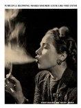 """שיעור עישון לנשים. בעבר, אישה שעישנה סיגריה בפומבי בניו יורק – נעצרה על ידי רשויות החוק. איך ומדוע הפך עישון סיגריה ע""""י נשים מטאבו חמור לסמל של שחרור האישה?"""
