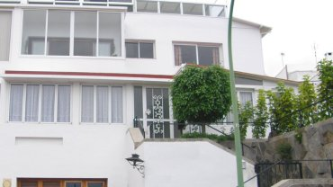 Ideal for holiday rental! Huge house with 4 floors including a developed penthouse apartment!!