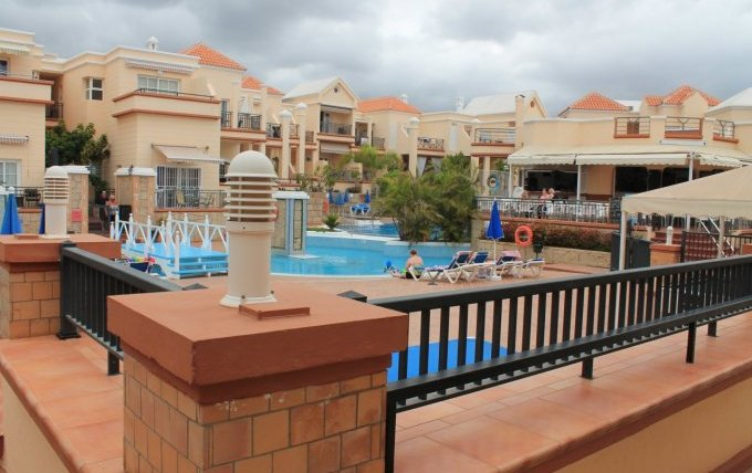 Large one bedroom apartment in famous Yucca Park complex!!