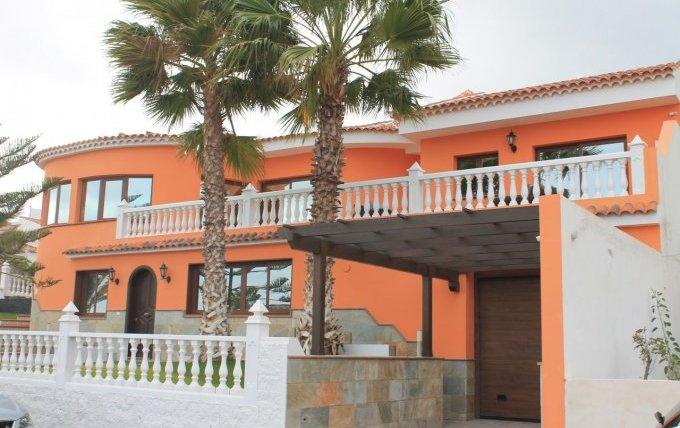 Huge superbly designedvilla in excellent location in San Isidro!!