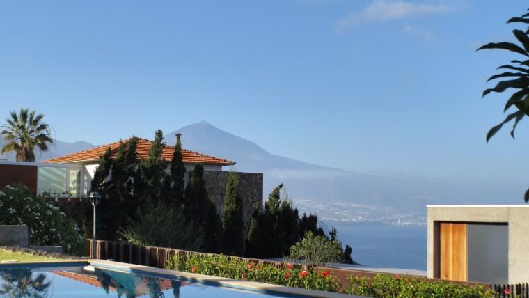 Huge Villa with pool in the beautiful Urbanization Jardín Del Sol!!