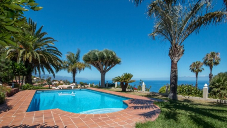Fantastic villa in El Sauzal with views to the sea and the Teide.