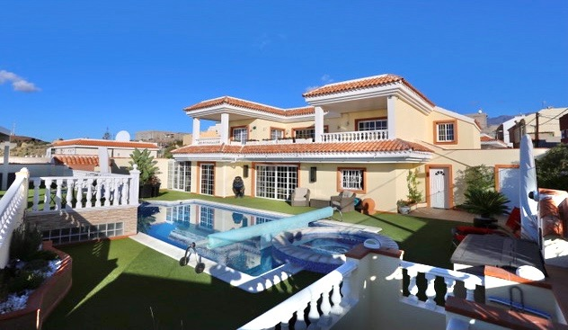 INVESTMENT PROPERTY: Luxury villa with sea view!