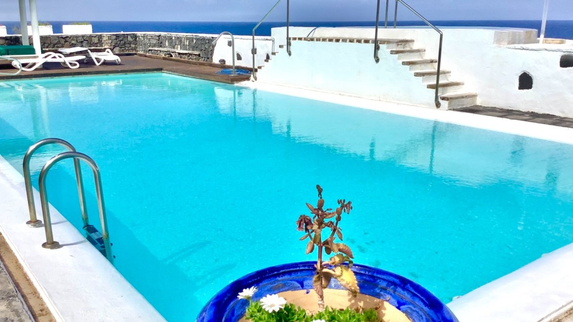 Tenerife: Chance: Unique jewel, a property directly on the sea!