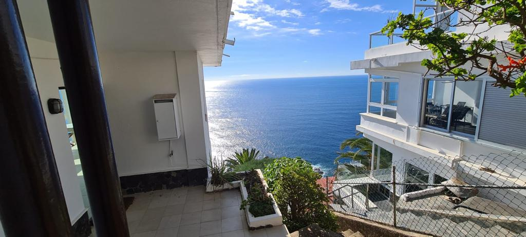 Detached house in stunning location with panoramic sea views!