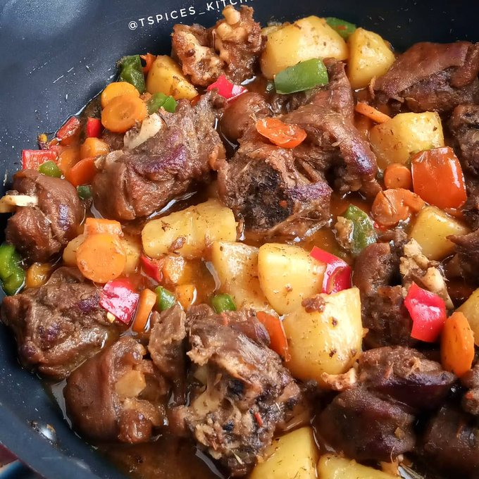 GOAT MEAT CURRY SAUCE Recipe!! How to cook this finger licking sauce (Pictures) - Nigerian Health Blog