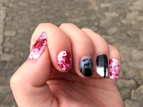 halloween-nails_rip-bloody-nails
