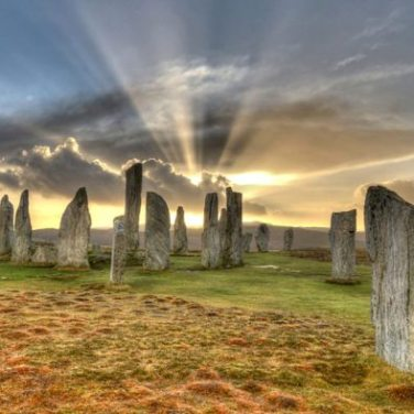 https://en.wikipedia.org/wiki/Callanish_Stones - İskoçya
