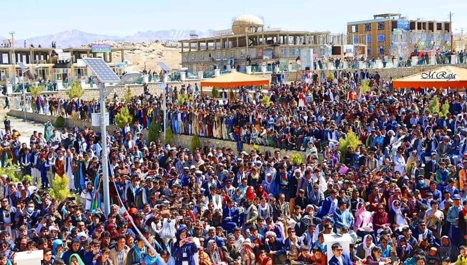 حضور باشکوه شهروندان ولایتهای دایکنید و بامیان در جشن گل بادام 1400 خورشیدی.