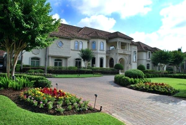 20 Simple But Effective Front Yard Landscaping Ideas on Mansion Backyard Ideas id=85646