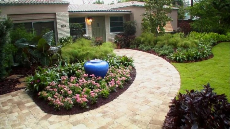 20 Simple But Effective Front Yard Landscaping Ideas on Basic Landscaping  id=54960