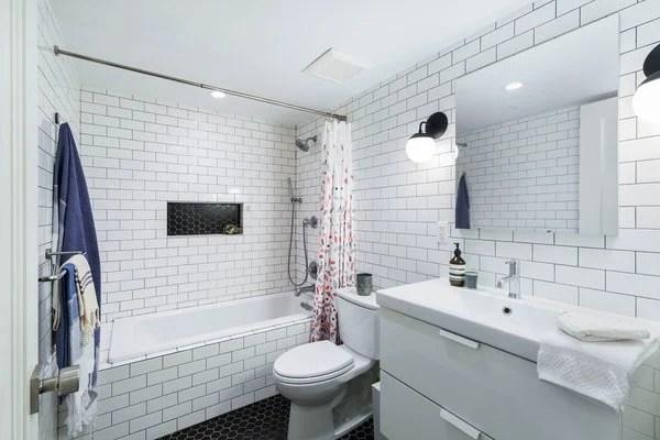 20 Beautiful Subway Tile Bathroom Ideas on Bathroom Ideas Subway Tile  id=69020