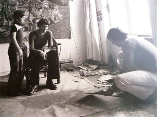 Familie im Atelier von Wolfgang Petrick (70er)