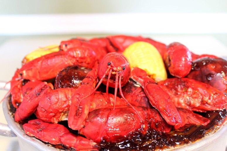 crawfish-boil-cake-groom-nina-bakes-cakes